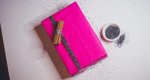 originelle geschenkverpackungen so wird ihr geschenk an. Black Bedroom Furniture Sets. Home Design Ideas