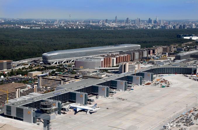 Chaos am Frankfurter Flughafen: Unberechtigte Person im Sicherheitsbereich