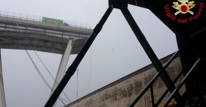 Autobahnbrücke bei Genua eingestürzt - mindestens elf Tote