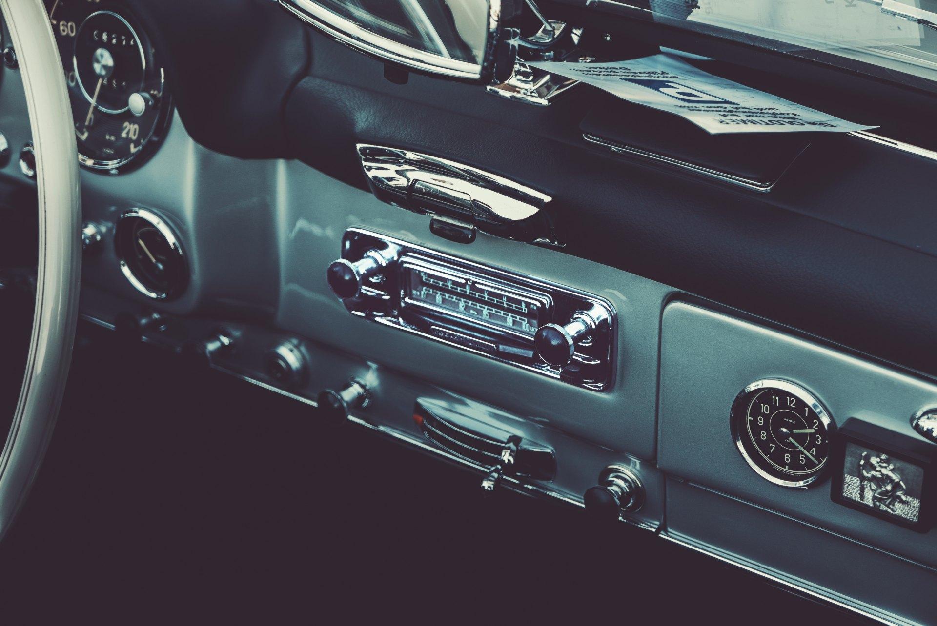 Musik im Auto – Radios, Vorschriften und mehr