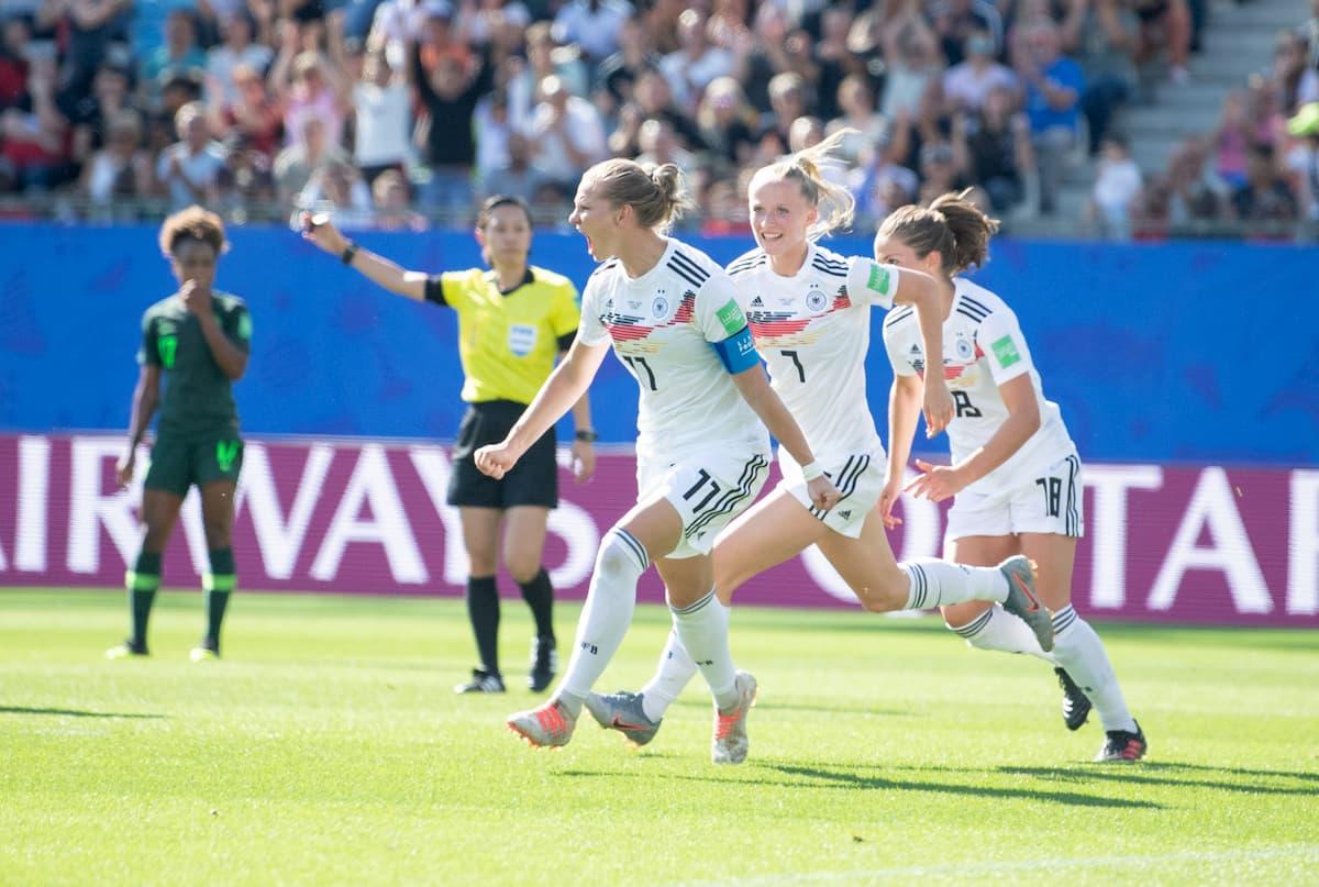 3:0 gegen Nigeria: Deutsche Fußball-Mädels stehen im Viertelfinale