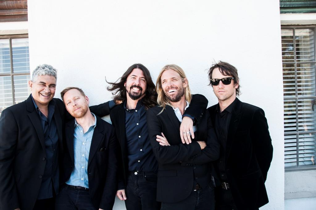 "Foo Fighters: ""Never Gonna Give You Up"" live mit Rick Astley"