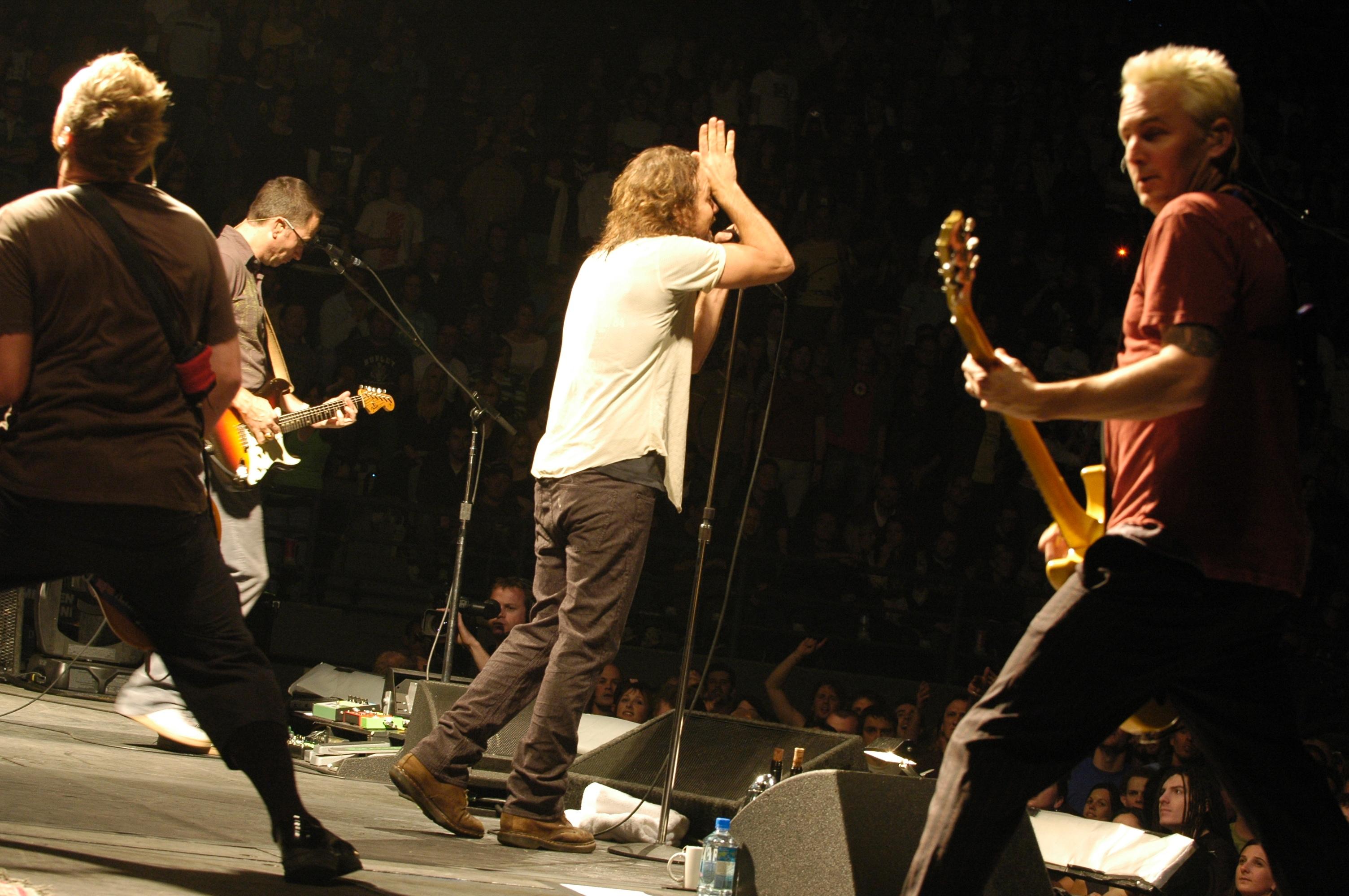 Pearl Jam: Konzertabsage wegen Vedders Stimmproblemen