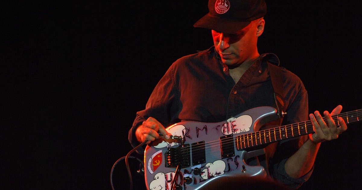 """Dirty Deeds Done Dirt Cheap"": Tom Morello covert AC/DC"