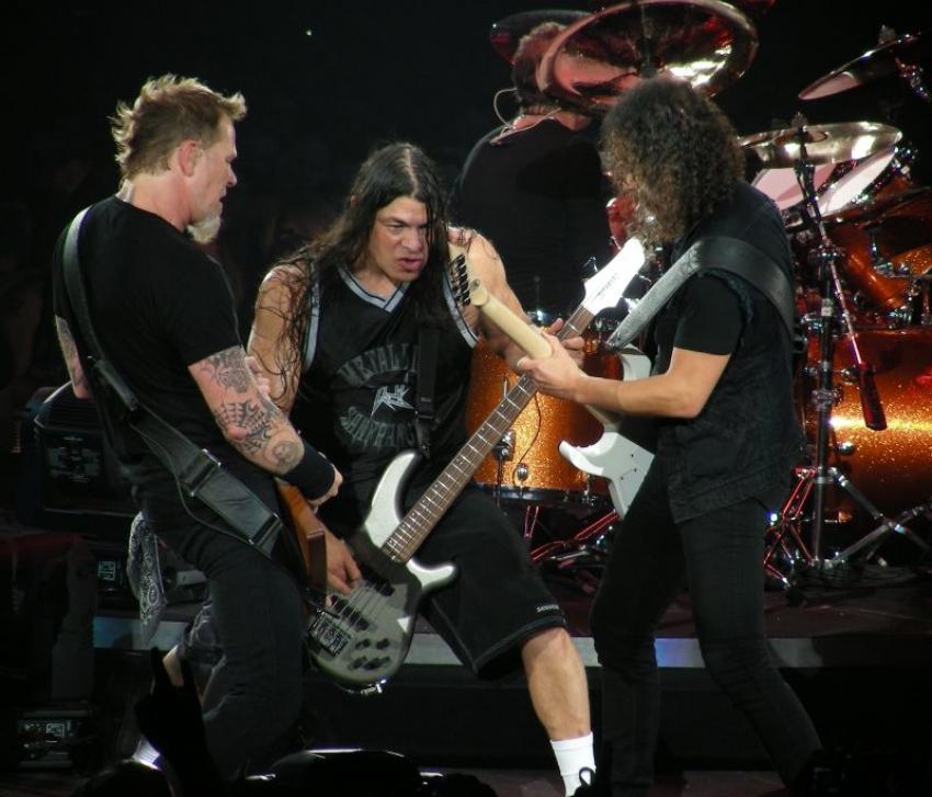Metallica: Trujillo und Hammett surfen nicht nur musikalisch auf einer Wellenlänge