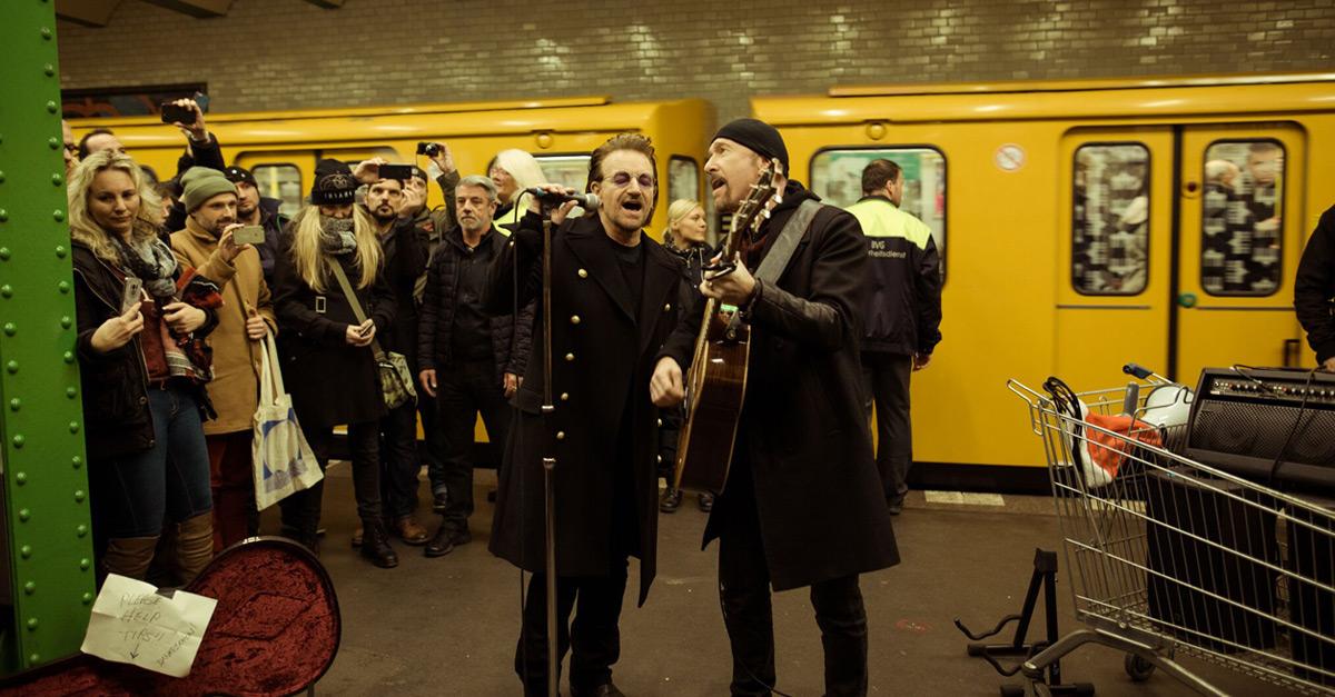 U2: Bono und The Edge rocken die U2 in Berlin