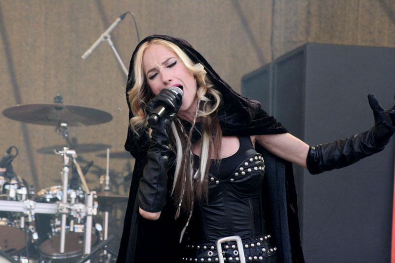 Huntress: Sängerin Jill Janus stirbt mit 43