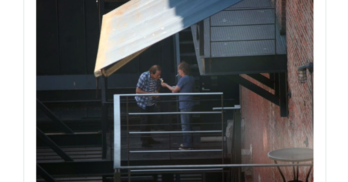AC/DC: Fans fotografieren nun auch Angus Young vor Studio
