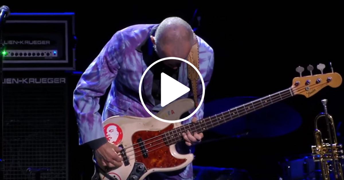 Gänsehaut: Flea beeindruckt mit 13-Minuten-Solo