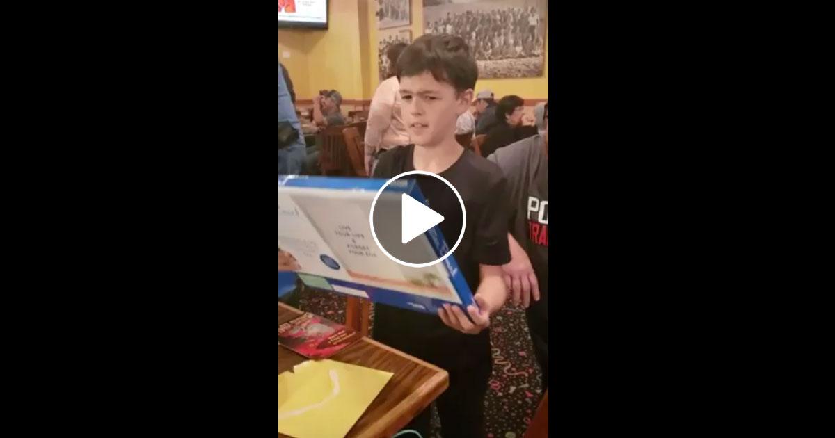 Video: Neunjähriger weint vor Freude über Iron Maiden-Tickets