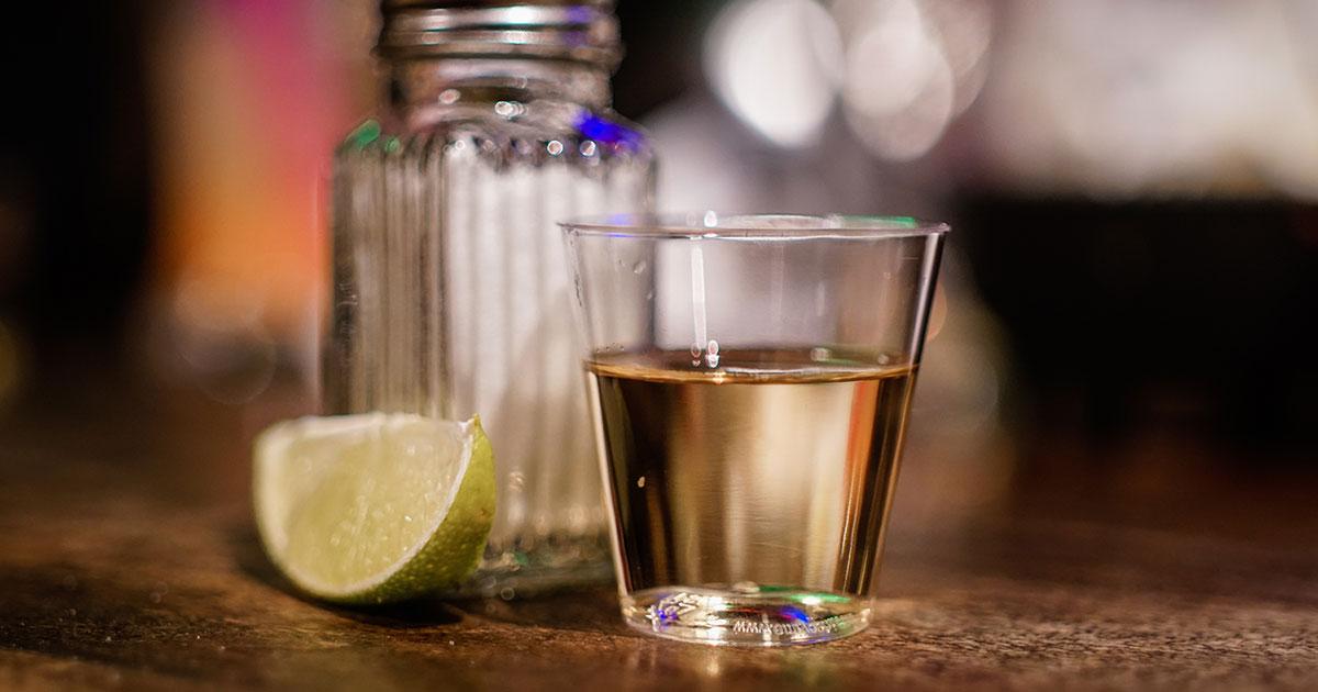 Von AC/DC bis Santana: Diese Rockstars haben ihren eigenen Tequila
