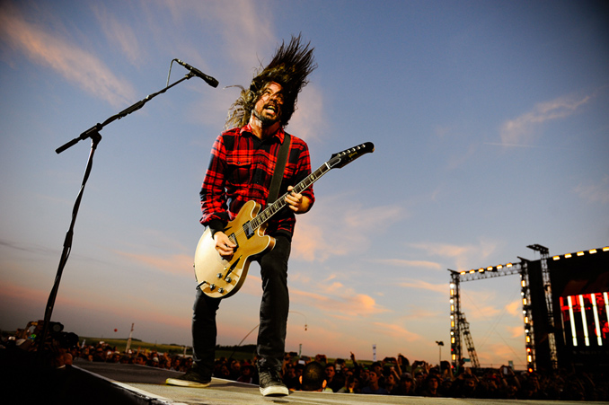Foo Fighters: Dave Grohl-Portrait aus Zauberwürfeln