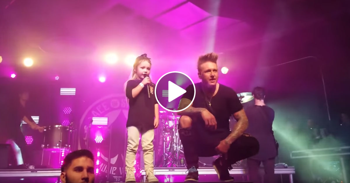 Papa Roach: Jacoby Shaddix performt mit seinem Sohn