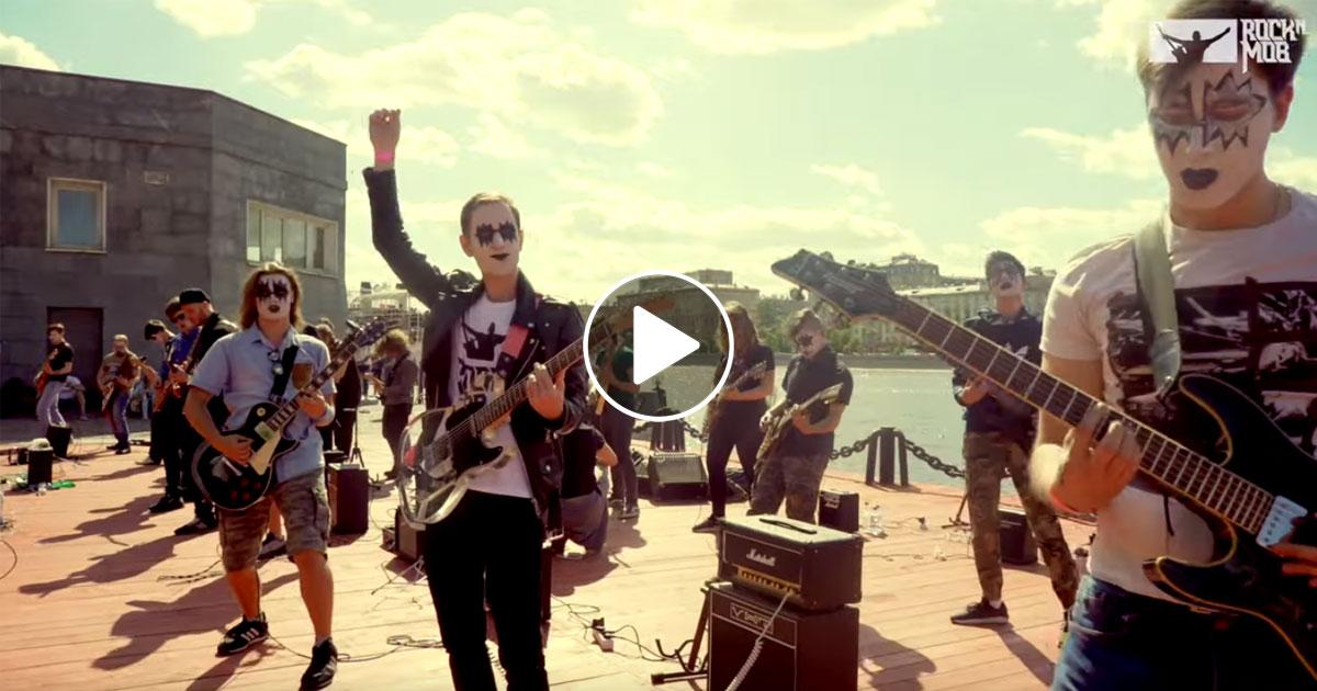 "ROCKNMOB: 270 Musiker spielen ""I Was Made For Lovin' You"""