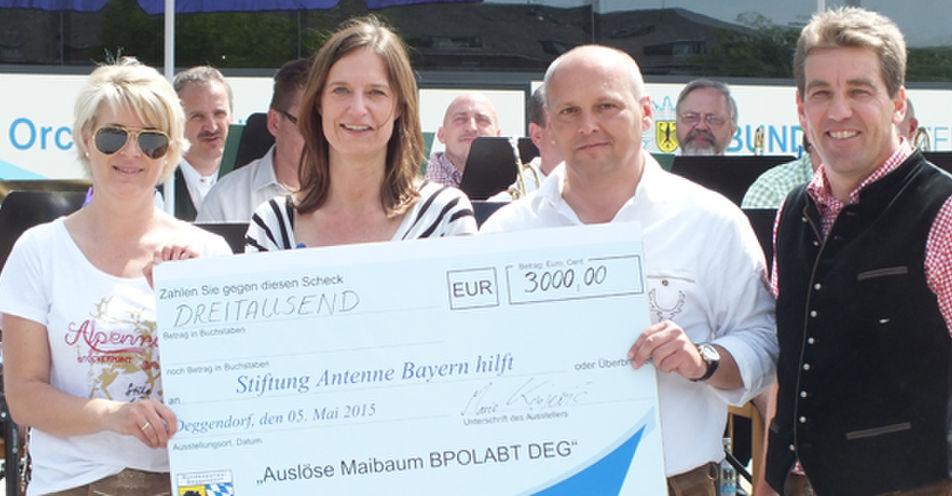 Bundespolizei Deggendorf spendet 3.000 Euro an die 'Stiftung ANTENNE BAYERN hilft'