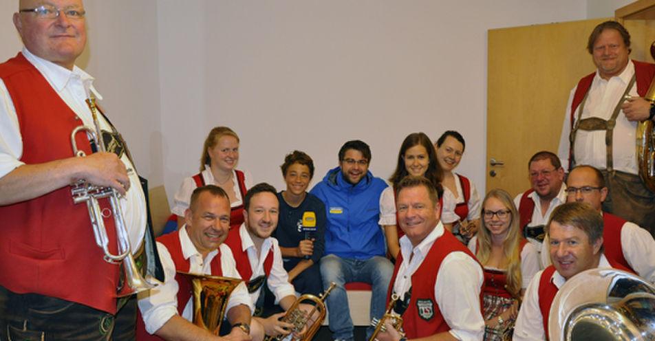 Mit Pauken und Trompeten! Holzkirchener Bub erlebt unvergesslichen Schulstart