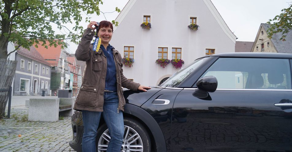 Freystädterin findet ANTENNE BAYERN-Mini beim Gassi gehen!