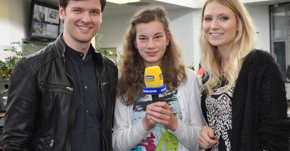 Arianna (13) aus Ingolstadt interviewt Glasperlenspiel in den ANTENNE BAYERN Studios
