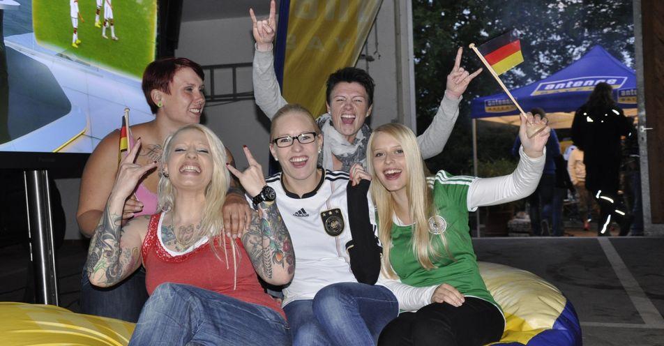 Nicola Radlow (33) aus Frankenfeld feiert mit ANTENNE BAYERN große WM-Mädels-Party