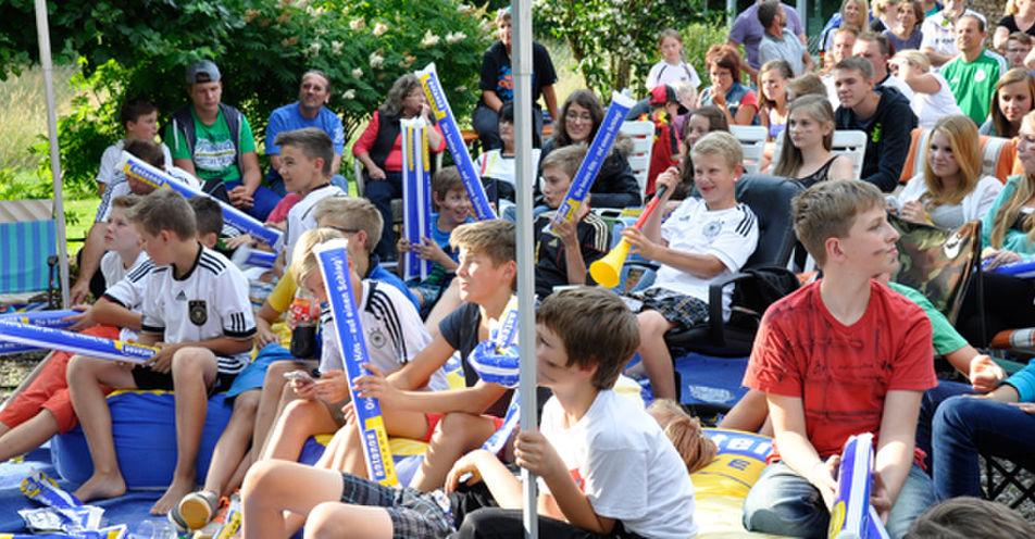 Nico Mack (13) aus Geretshausen feiert mit ANTENNE BAYERN große WM-Garten-Party