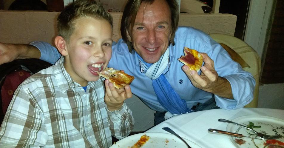 Pizzaessen mit Leiki: Junger Friedberger wird von ANTENNE BAYERN-Moderator eingeladen