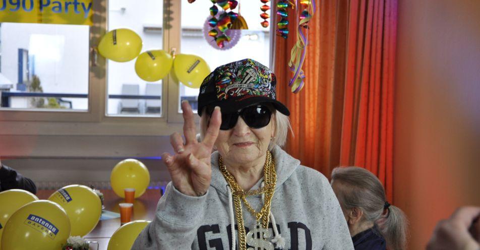 Mehr als 1 Mio. Youtube-Views – ANTENNE BAYERN macht Oma Annemarie (88) zum Netz-Star