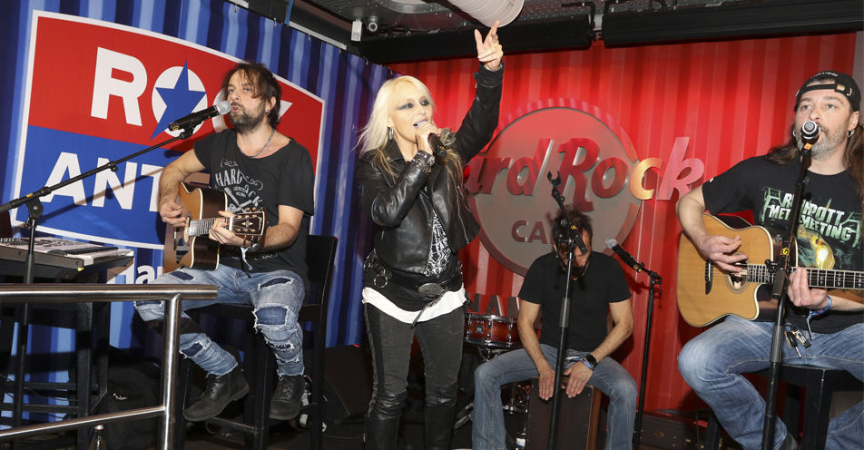 Doro Pesch rockt das Hard Rock Cafe! Rund 150 Gäste feierten gestern den Start von ROCK ANTENNE Hamburg