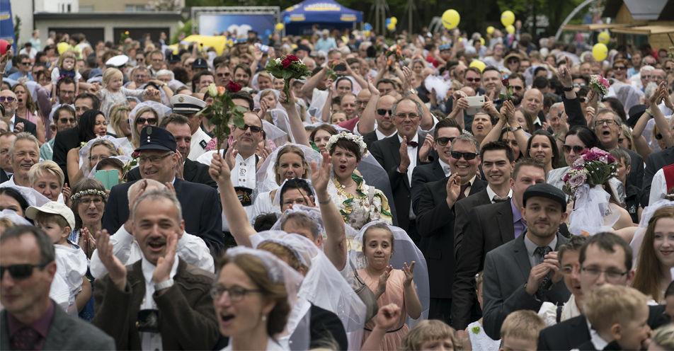 Auslöse erfüllt - ANTENNE BAYERN veranstaltet große Tanz-in-den-Mai-Party in Senden