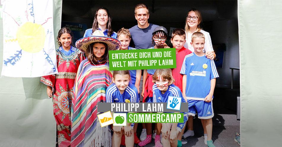 Philipp Lahm lädt Julia aus Türkenfeld in sein Sommercamp ein