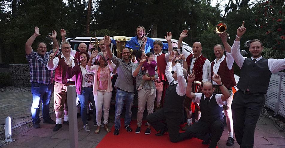 ANTENNE BAYERN schenkt Oberpfälzer VW-Bulli fürs Hits erkennen