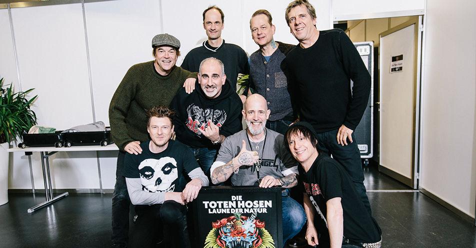 Die Toten Hosen zeichnen ROCK ANTENNE mit Platin-Schallplatte aus