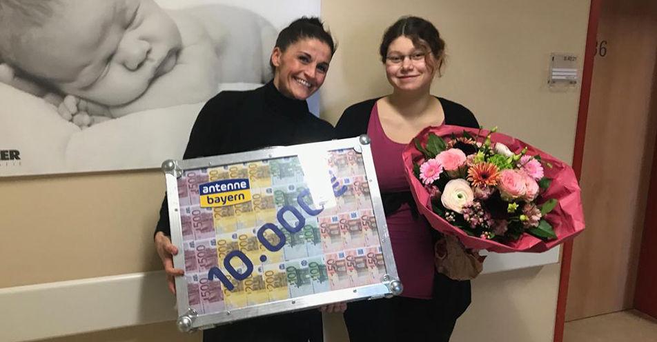 Geldsegen vor Entbindung: Teisendorferin kassiert 10.000 Euro bei ANTENNE BAYERN