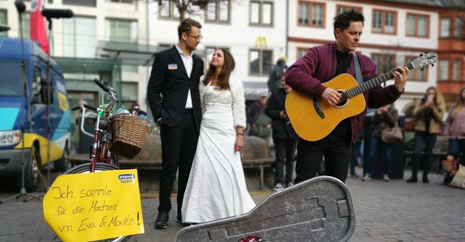 Tag 2: Megastar Michael Patrick Kelly unterstützt ANTENNE BAYERN-Brautpaar in Würzburg