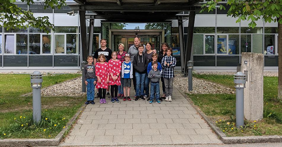 Rother Kinder schnuppern Radioluft bei ANTENNE BAYERN