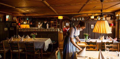 Gericht kippt Corona-Sperrstunde für Biergärten und Restaurants