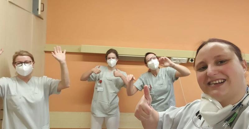 20201211_krankenpflegerin-macht-anderen-freude.jpg