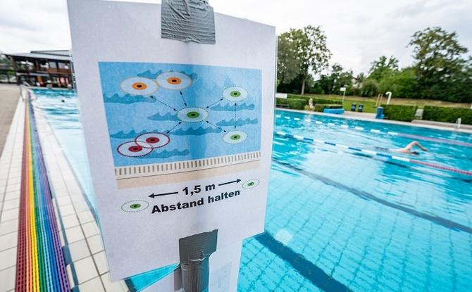 Bayern lockert weiter: Freibäder sollen öffnen, Impfpriorisierung fällt bald weg