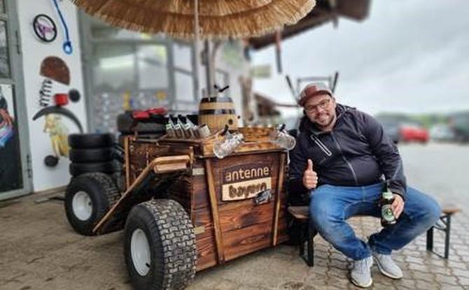 Daniel hat sich Bayerns brachialsten Bollerwagen gesichert