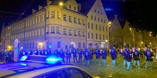 Nach Krawallen vom Samstag: Augsburg verschärft Regeln für das öffentliche Leben