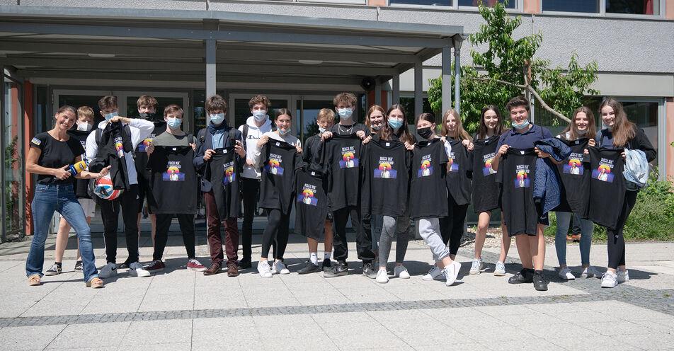 ANTENNE BAYERN überrascht Abschlussklasse mit ihren T-Shirts