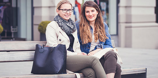 Menschen aus Bayern - Nina und Christina aus Augsburg