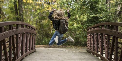 Rückenprobleme bei Kindern: So viel darf der Schulranzen maximal wiegen