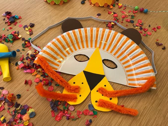 Fasching: Bunte Tiermasken aus Papptellern, Basteln mit Kindern