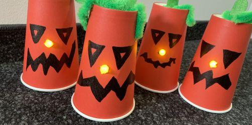 DIY: Kürbisgeist-Leuchten aus Pappbechern