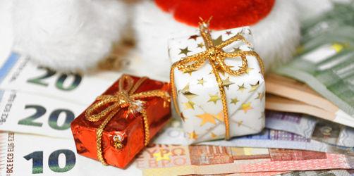 Weihnachtstrinkgeld für Postbote und andere Alltagshelfer: Wie viel ist erlaubt?