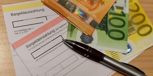 Pleite für Kunden: Banken dürfen Extra-Gebühren am Schalter kassieren