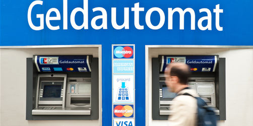 Beim Geld-Abheben auf Uhr schauen! Banken verlangen Gebühren nach Tageszeit
