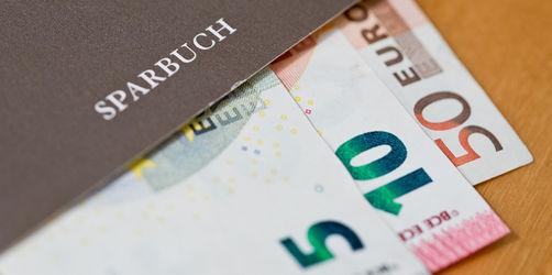 Sparer in Sorge: Erste Bank in Bayern erhebt Strafzinsen ab 1 Cent