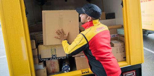 Reform geplant: Postboten sollen Briefe & Pakete bald nicht mehr täglich bringen