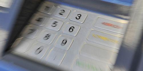 Noch mehr Banken verlangen Strafzinsen: Greift jetzt der Staat ein?